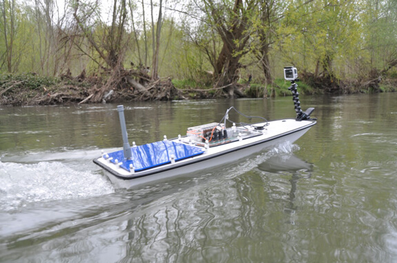 Remote-controlled boats test Lake Garda's water quality in real-time